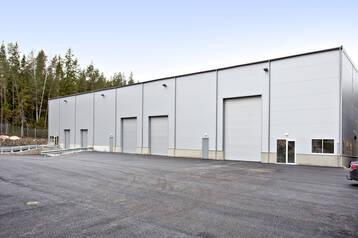 Nybyggd lager/produktionsfastighet i Länna industriområde.