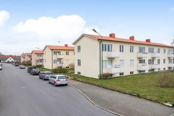 Fyra välskötta fastigheter centralt i Simrishamn