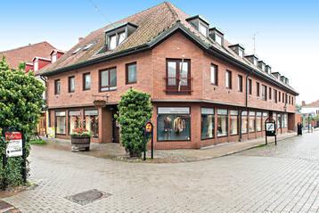 Välkänd bostads/butiksfastighet på gågatan
