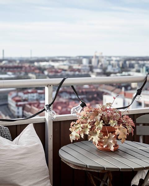 Tvåa med social planlösning, solig balkong och hänförande utsikt
