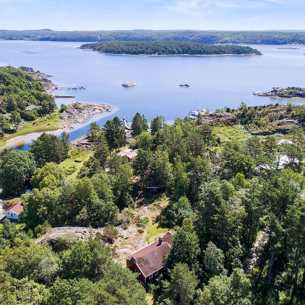 Ett paradis i Flatöns skärgård med direkt närhet till bad och båtplats