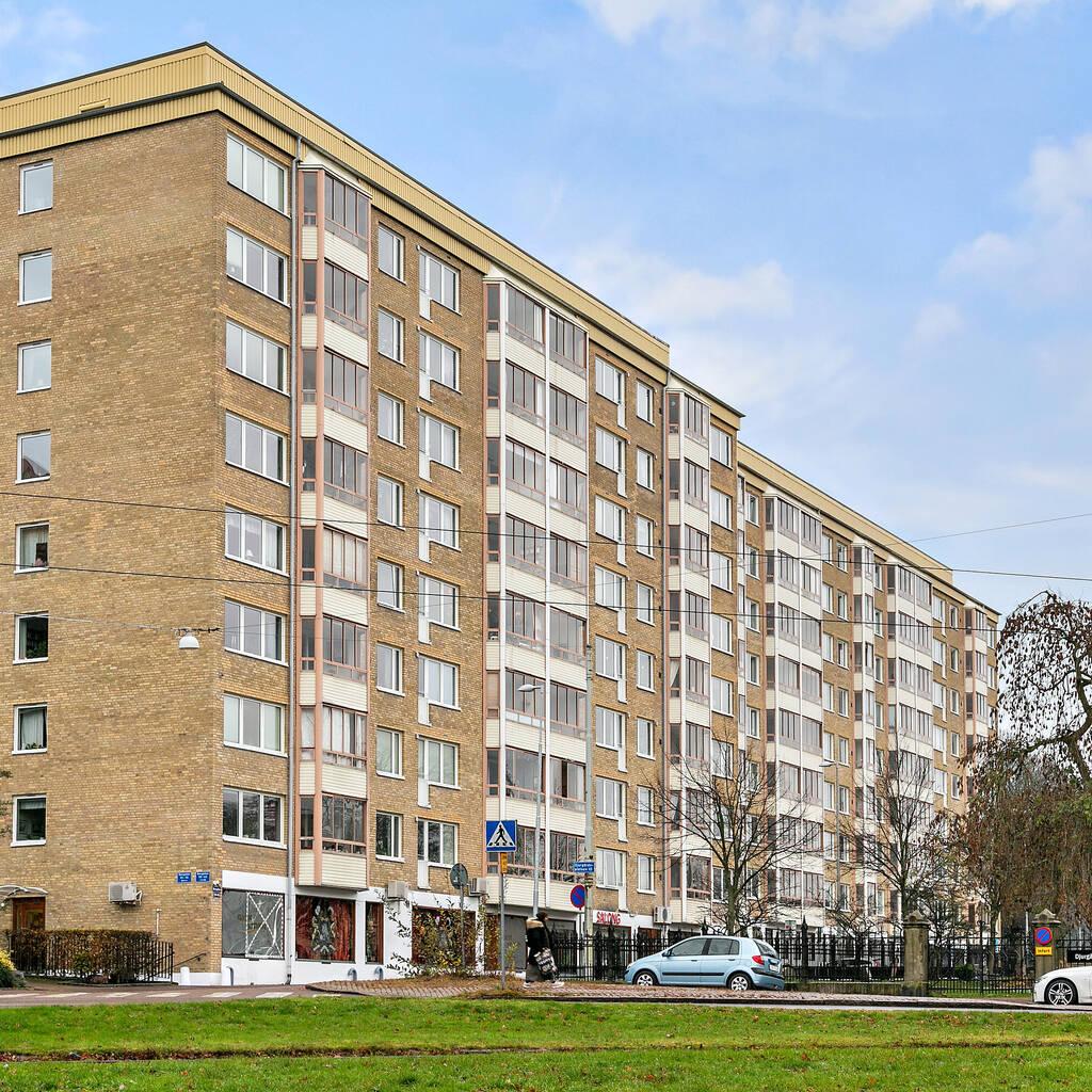 Väldisponerad lägenhet med inglasad balkong