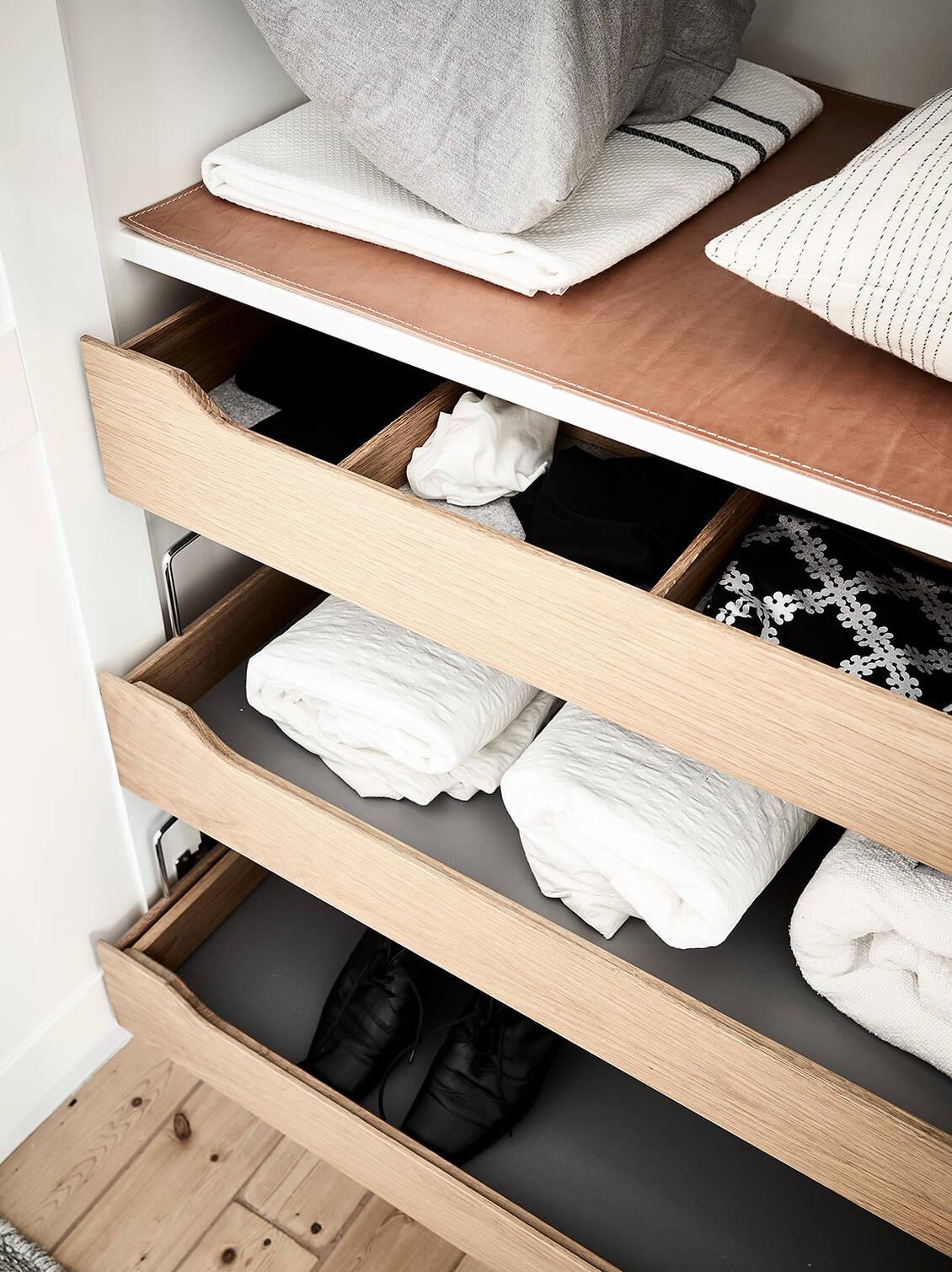 ..eklådor, filtunderlägg och läderklädda galgstänger.