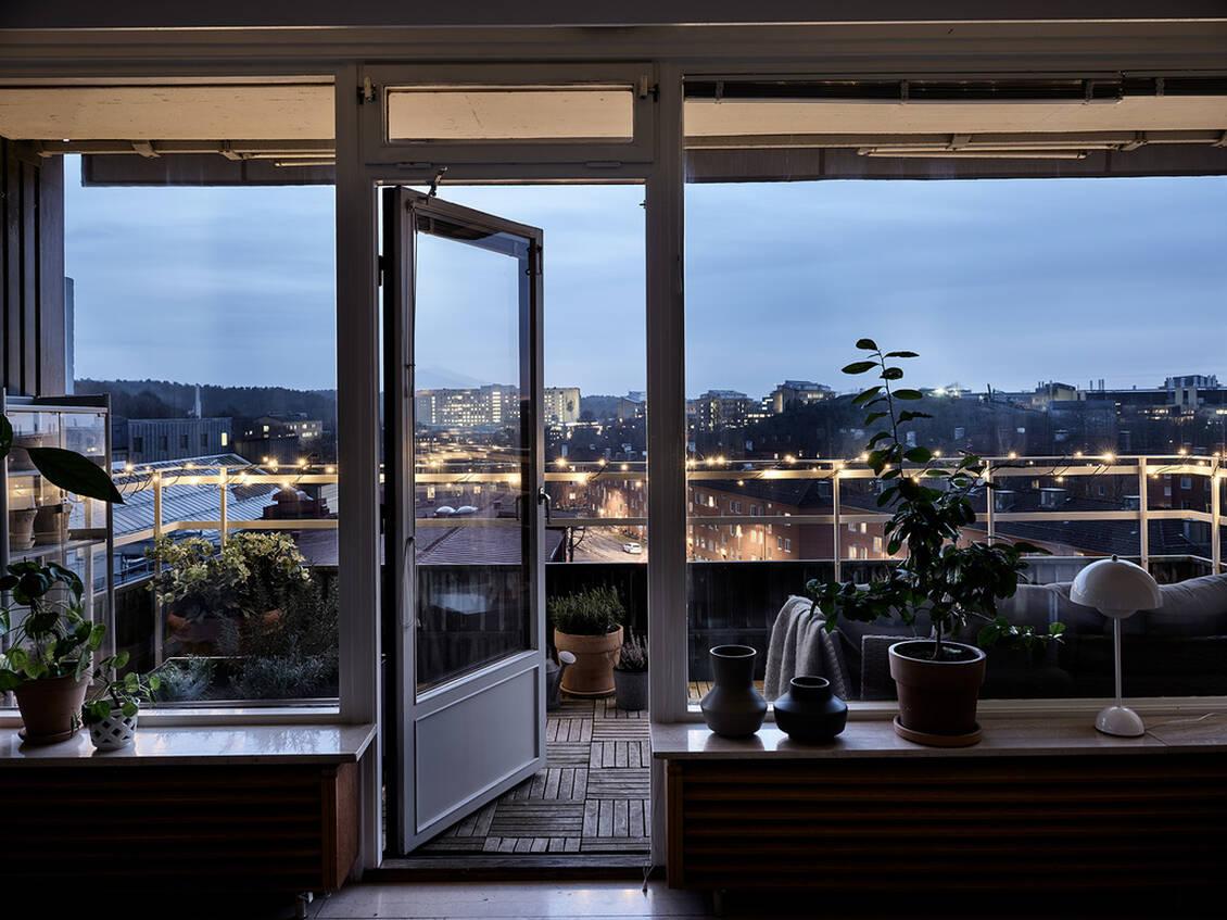 Terrassen ligger med sydvästläge.