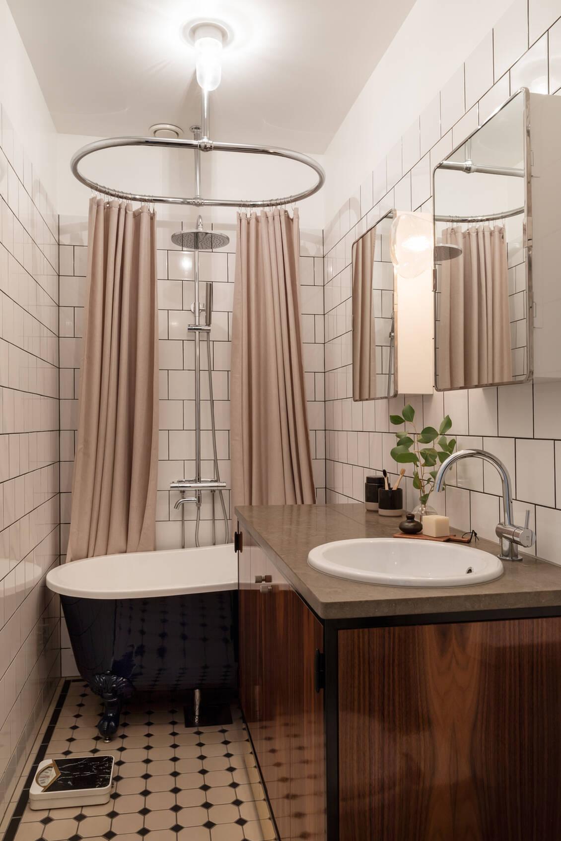 Badrummet, totalrenoverat 2019 enligt ritningar av arkitekt.