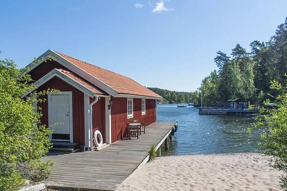 Båthuset har brygga på båda sidor