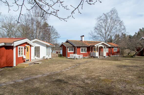 Stora huset, ateljén och lusthuset