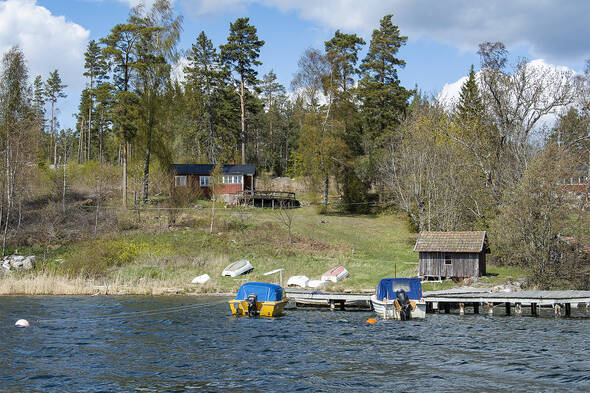 Svårslaget läget på Svartsö nära affär, Waxholmsbåt och bad
