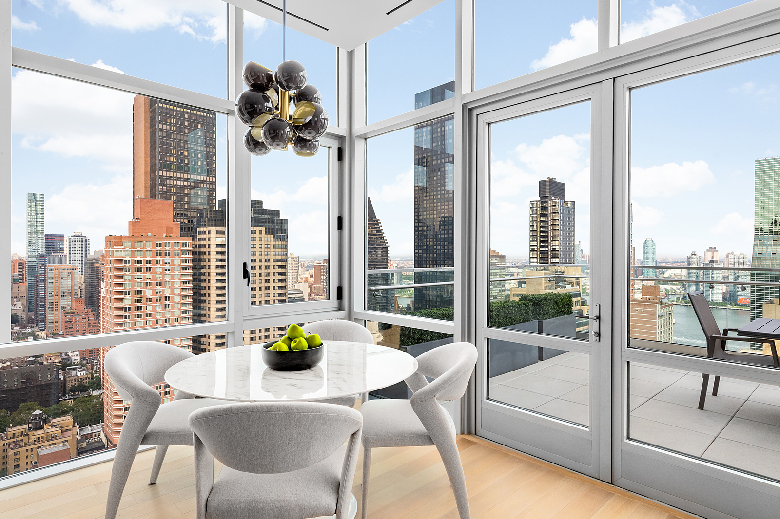 219East44thStreetPH-MidtownNewYork_Aaron_Ross_DouglasElliman_Photography_83045080_high_res