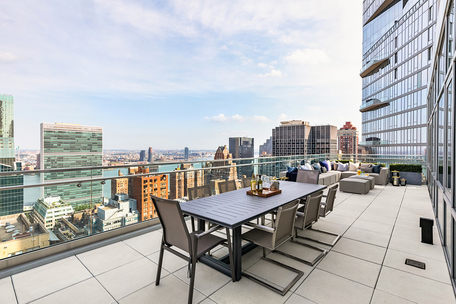 219East44thStreetPH-MidtownNewYork_Aaron_Ross_DouglasElliman_Photography_83045234_high_res