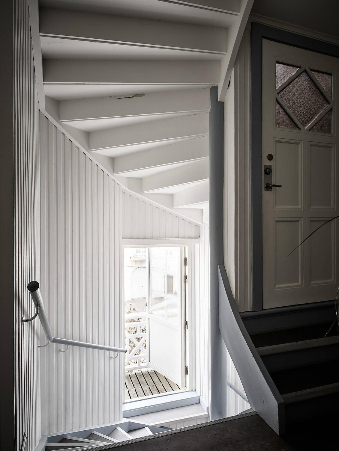Trapphus med gemensam balkong