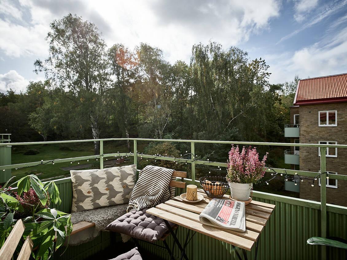 Balkongen med härlig eftermiddags- och kvällssol.
