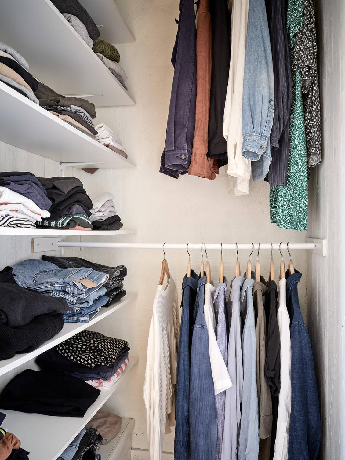 Walk-in-closet på övre plan