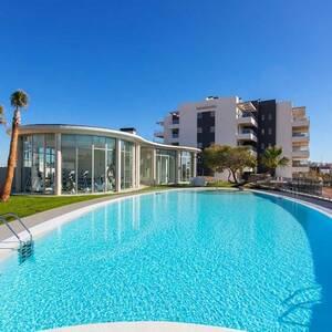 Lägenhetkomplex med pool, gym och spa!