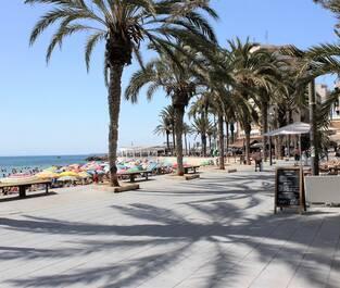 Strandpromenaden nära Playa del Cura