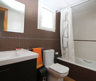 Badrum 2 med badkar
