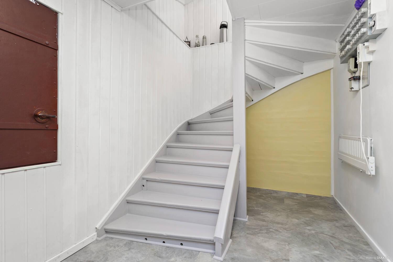 Trapp ned till källaren (Trapphus)