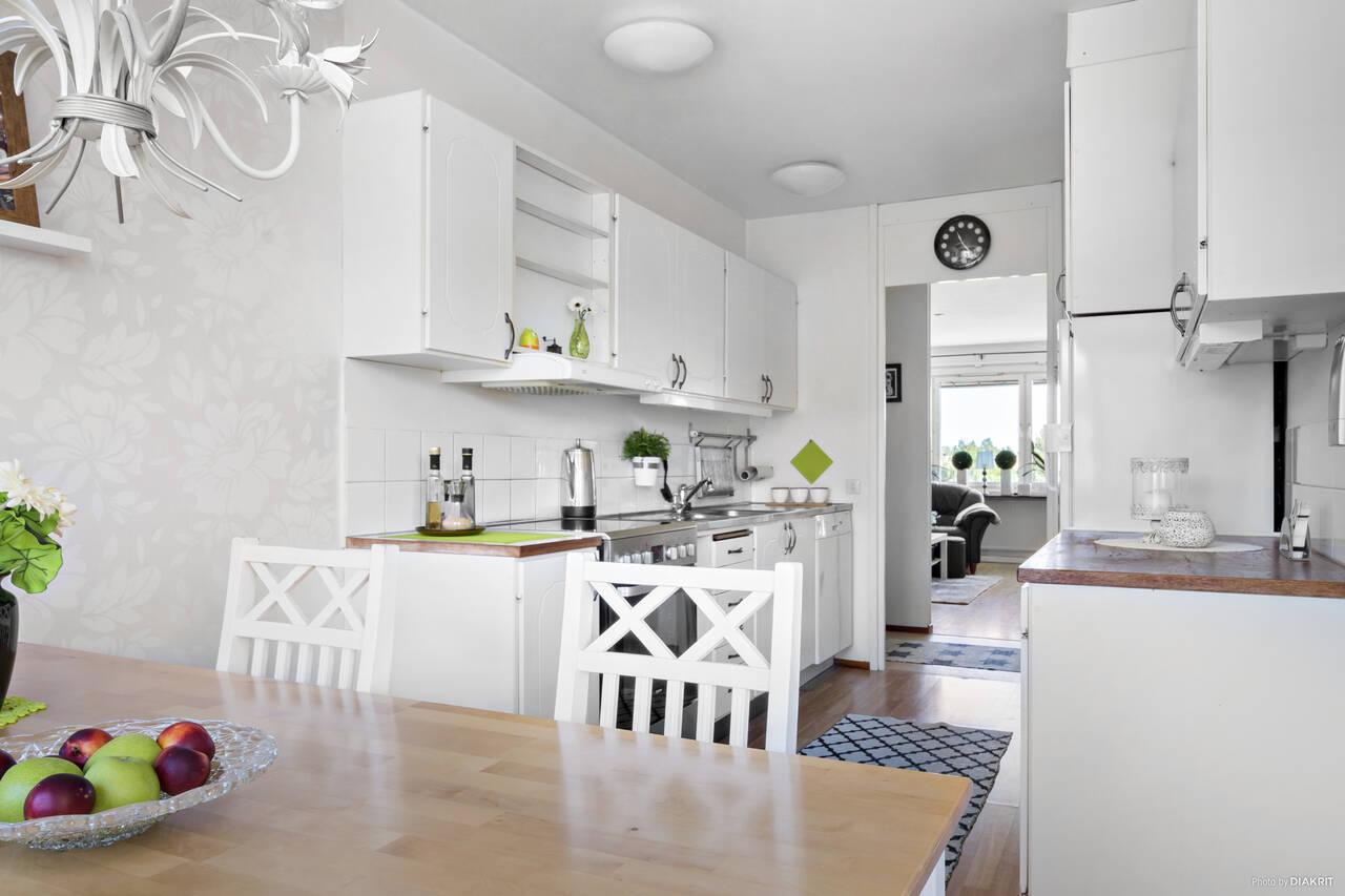 Kök med kombinerad matplats