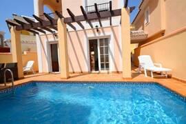 Villa med rymlig källare i Punta Lara -Långtidsuthyrd