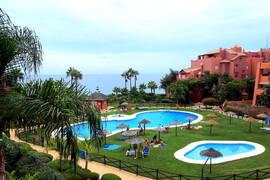 Lägenhet med stor terrass på första strandlinjen i Torrox costa