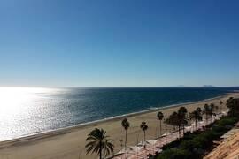 Estepona - Bästa läget direkt vid stranden