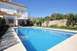 Villa med gångavstånd till Puerto Banús och stranden