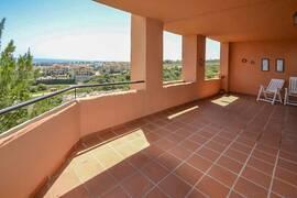 Estepona - Ljus lägenhet med terrass i sydöst, nära golf