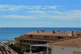 Totalrenoverad takvåning med fantastisk havsutsikt i La Cala de Mijas