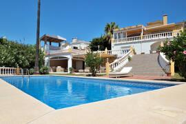 Villa med privat pool frontline golf i Benalmadena.