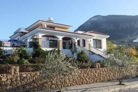 Villa med havsutsikt i Bella Pais ovanför centrala Kyrenia