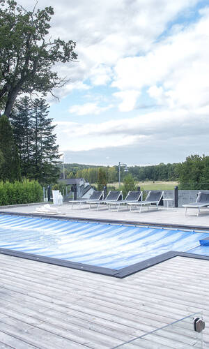 Enormt poolområde