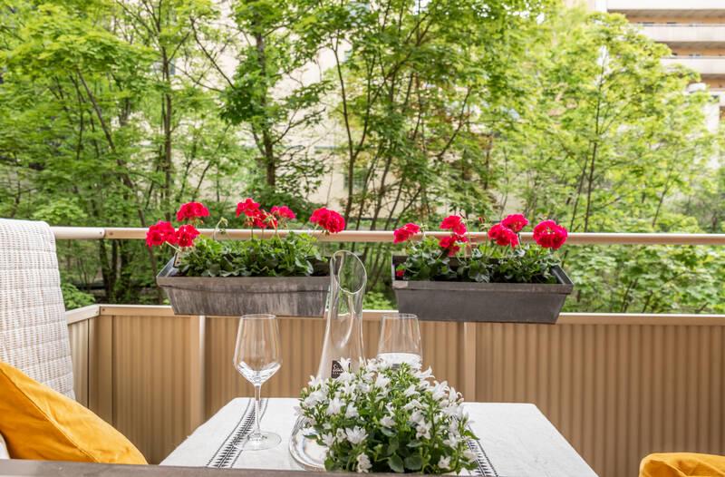 Nestor Fastighetsmäkleri – Kungsholms strand 137 – Optimalt disponerad minitvåa med balkong!