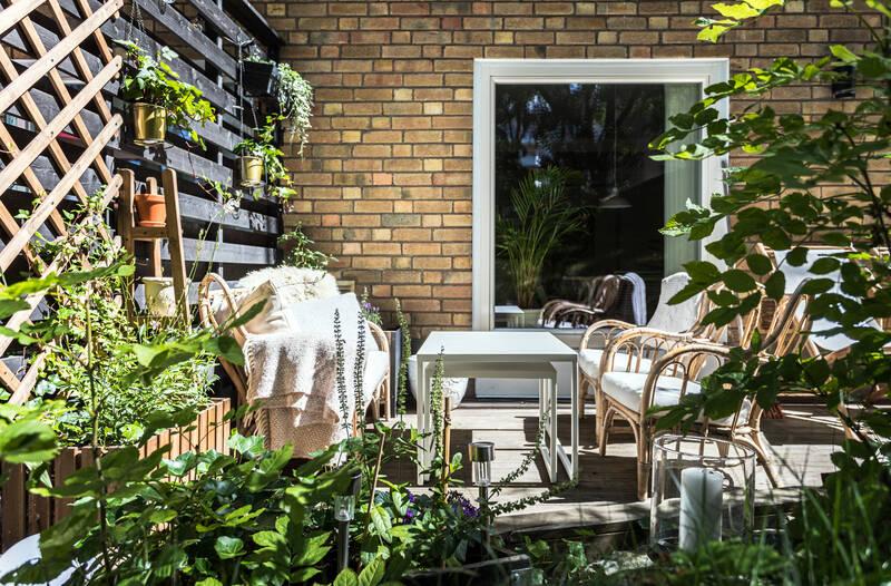 Nestor Fastighetsmäkleri – Rålambsvägen 29 – Socialt planerad lägenhet med solig uteplats!