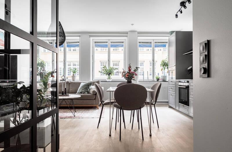 Nestor Fastighetsmäkleri – Luntmakargatan 36 – Socialt disponerad lägenhet med stora fönster!