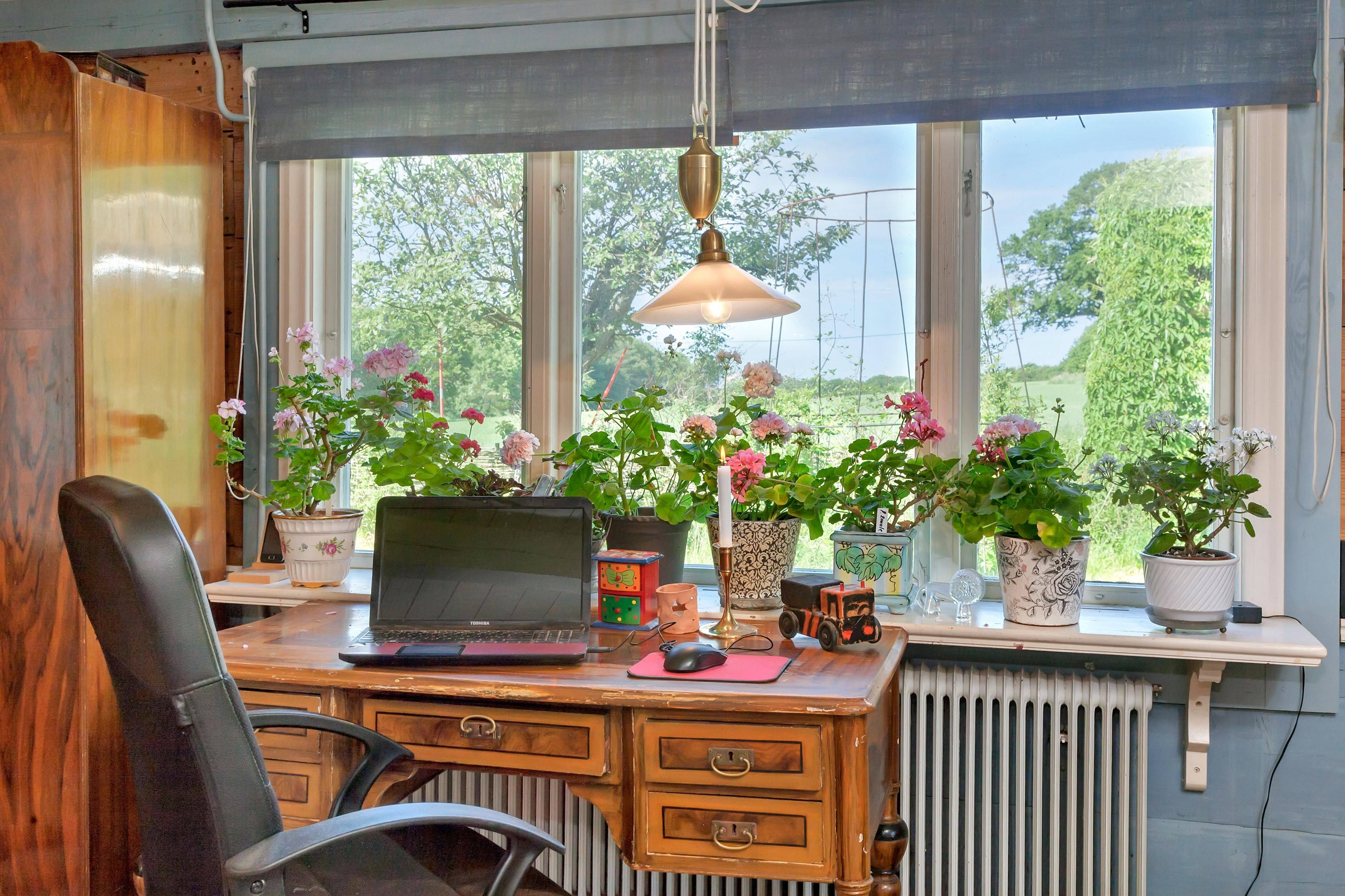 Ljus plats för skrivbordsarbete