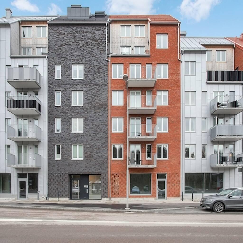 Ljus och trivsam lägenhet med två balkonger i populärt område