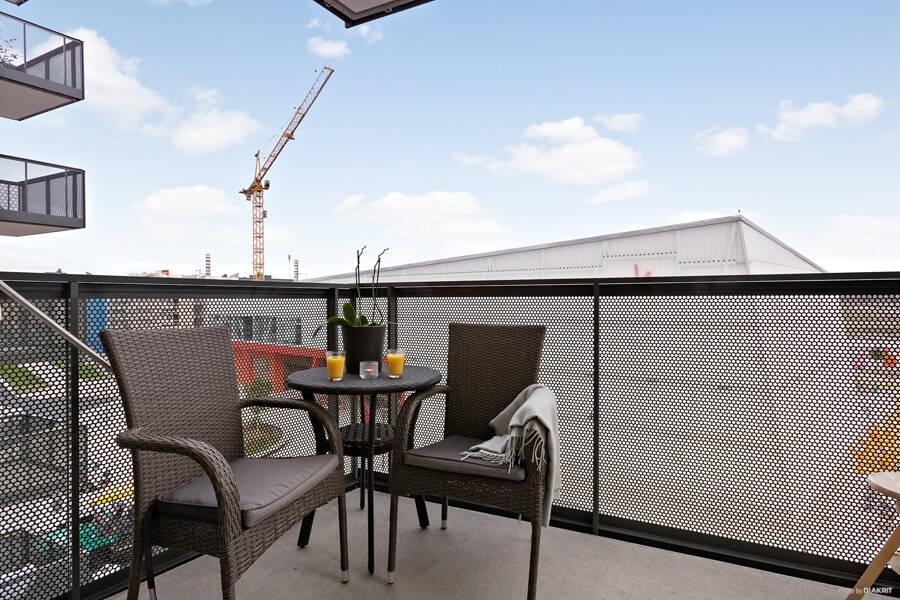 Välplanerad lägenhet med balkong i fritt läge!