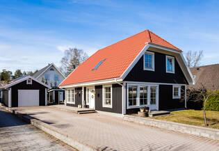 FAMILJEDRÖM - STUDIO - FÖRRÅD - STOR PARKERING