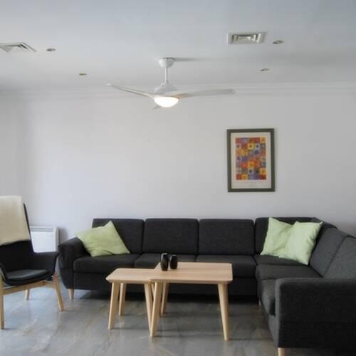 Vardagsrum med plats för socialt umgänge