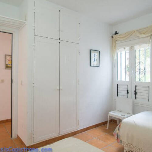 Sovrummet med plats till 2 enkla sängar