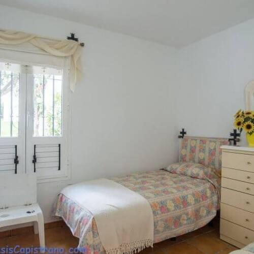 Rymligt sovrum med garderob