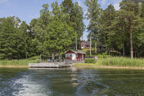 Södervänd sjötomt på Svartsö