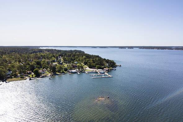 Flygbild mot Linanäs hamn