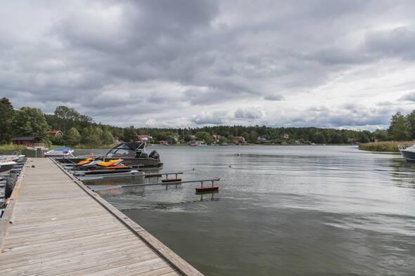 Båtplatsen ligger helt skyddat