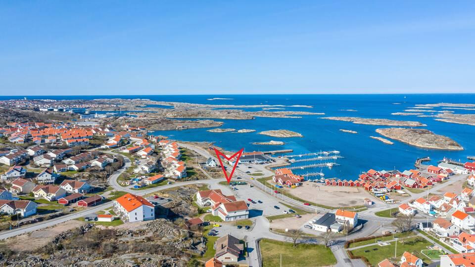 Tillfälle att förvärva  kommersiell fastighet med utmärkt skyltläge i expansiva Väjern nära Sm