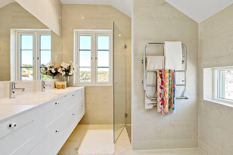 Skärgårdshus - interiör - badrum övervåning