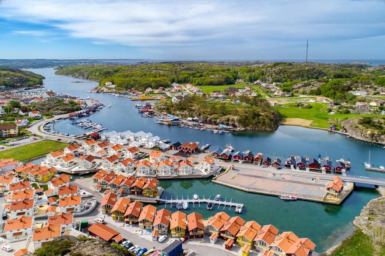 Området ligger vackert beläget intill sundet mellan Hamburgsund och Hamburgö