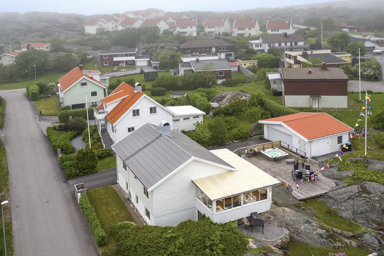 Översikt över hus, uterum, altaner och det fantastiskt bra dubbelgaraget