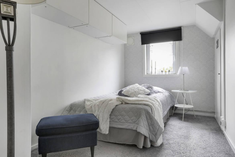 Ytterligare ett av flera sovrum. Detta är beläget i källarplan
