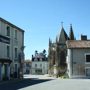 Menigoute, Place de la Mairie
